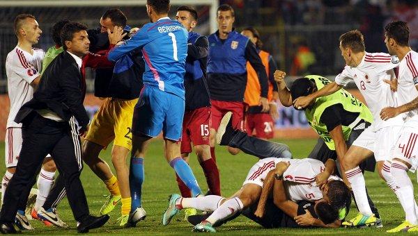 УЕФА лишил Сербию за беспорядки на матче трех очков