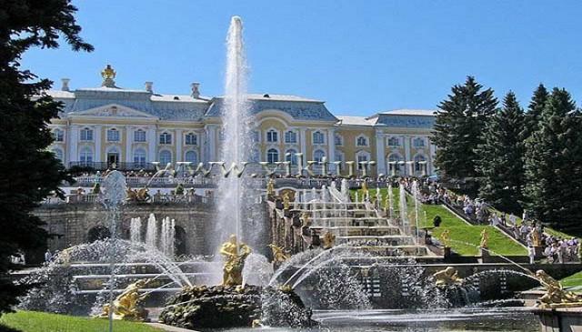 pazly-kartina-bolshoi-dvorets-petergof_0