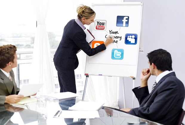 4-Expertise-Creative-Social-Media-Social-Media-Account-Manager-052312
